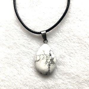 White Howlite Teardrop Pendant Necklace NWT